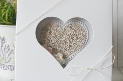 Kartka ślubna z koronkowym sercem v.2