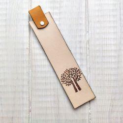 Skórzana zakładka do książki z drzewem v2