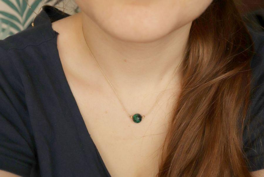 Naszyjnik z zieloną kulą - naszyjnik z kamieniem