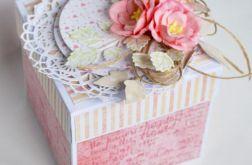 Box na chrzest lub powitanie różowe