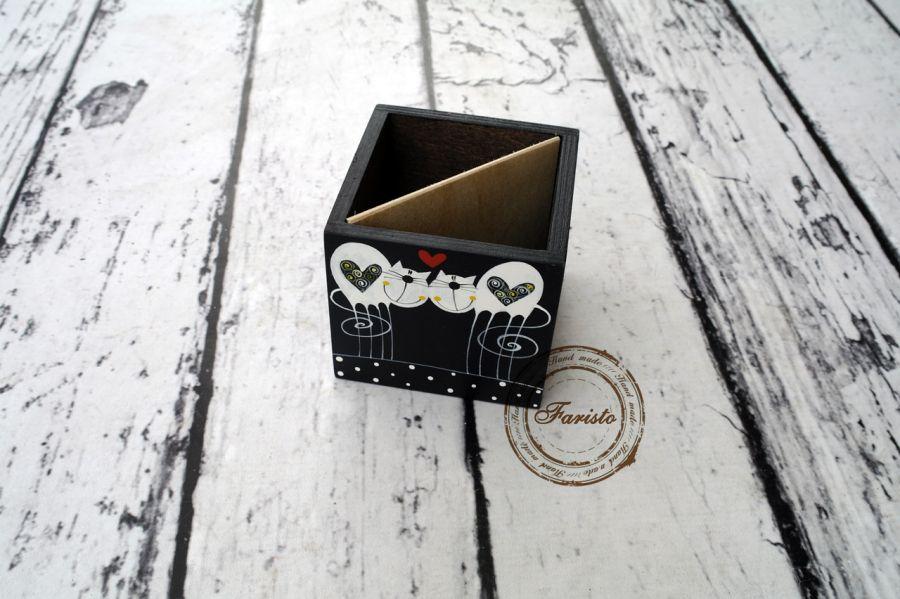 pudełko na kredki czarne