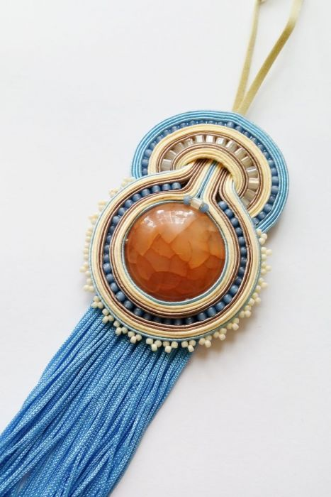 Kremowo-błękitny wisior z agatem