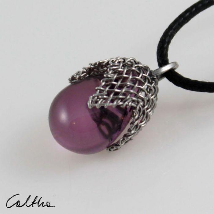 Liliowy w siateczce - wisior mały - Fioletowy wisiorek