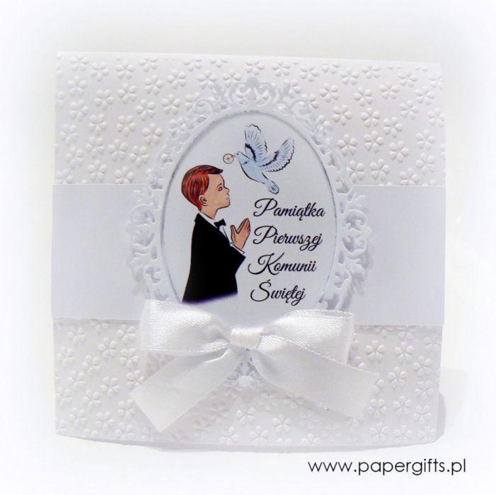 Pamiątka Komunii Świętej Chłopca białe kwiaty