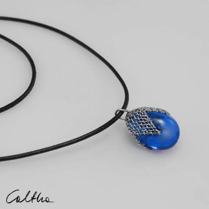 Błękitny w siateczce - wisior - Niebieski wsiorek