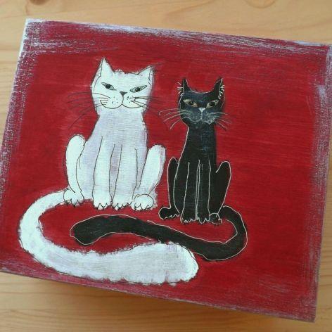 Pudełko malowane duże - Koty w czerwieni