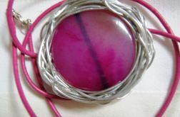 Wisior z różowym agatem, metaloplastyka