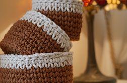 Zestaw 3 koszyczków brązowych z białym wykończeniem