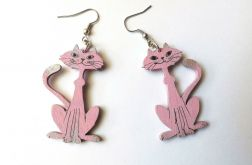 Drewniane kolczyki Kotki siedzące - różowe