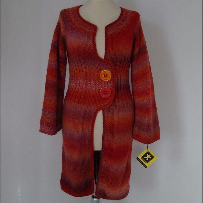 sweter - płaszczyk dzianinowy w czerwieniach
