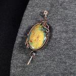 Miedziana broszka z kamieniem krwistym