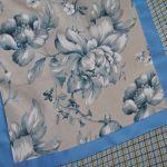 Kwadratowy obrus w niebieskie kwiaty 90 x 90 -