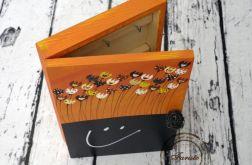 pomarańczowe pudełko na klucze z tablicą