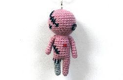 Różowa laleczka voodoo breloczek maskotka szydełkowa