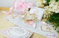 Chrzest - różowe pudełko z konikiem