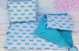 Zestaw kocyk i dwie poduszki KOKARDKI BLUE