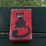 Pudełko malowane małe - Kotek w czerwieni