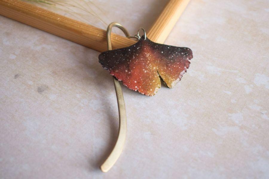 Ognista zakładka do książki w formie liścia