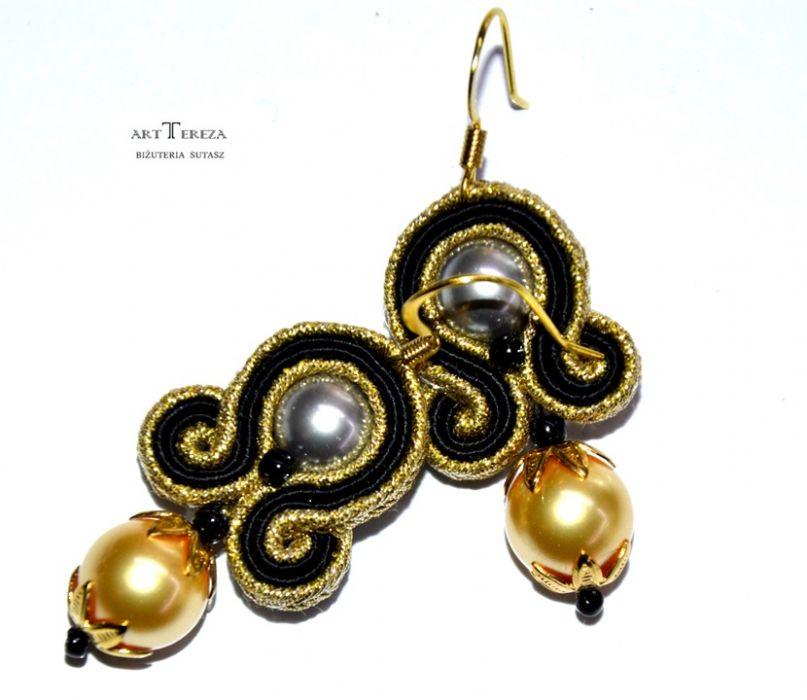 perły w sutaszu, czarny i złoty