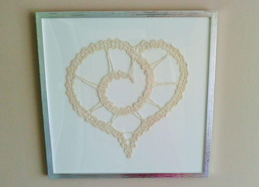 Obraz z sercem szydełkowym - szydełkowe serce obraz