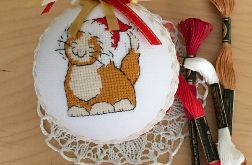 Bombka haftowana - rudy kotek