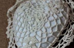 Serduszko szydełkowane w kolorze ecru