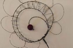 Dekoracyjny druciany kwiatek