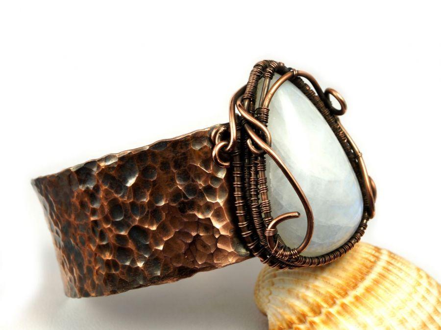 Bransoletka miedź z kamieniem księżycowym - szeroka bransoletka z kamieniem księżycowym