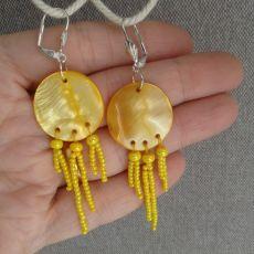Kolczyki  z żółtej masy  perłowej