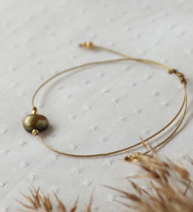 Bransoletka z zieloną perłą hodowlaną - Bransoletka subtelna na złotym sznureczku