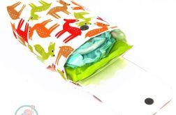 Etui na pieluszki-sarenki na białym
