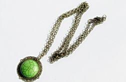 zielony howlit na szyję