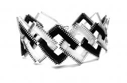 Czarno-biały choker kwadraty