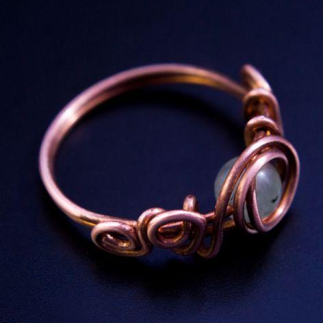Miedziany pierścionek z prehnitem - rozmiar 18