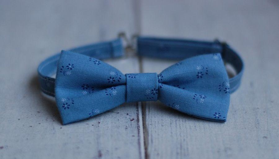 Muszka dla chłopca - Niebieska w kwiatki