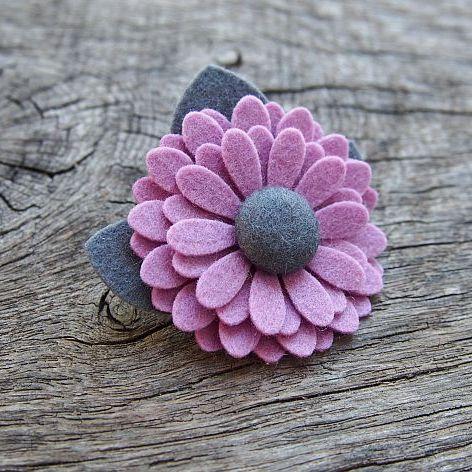 Broszka kwiatek ZOE WISTERIA