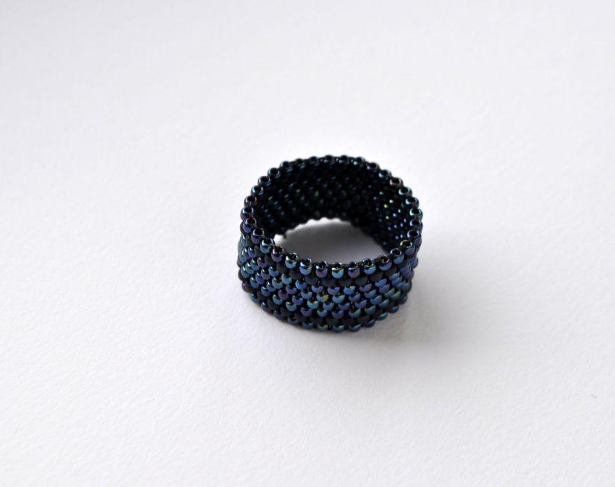 Pierścionek koralikowy czarny 4