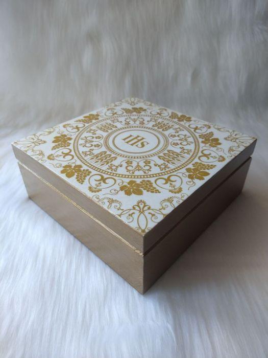 szkatułka - pamiątka I Komunii Św. wzór IHS -