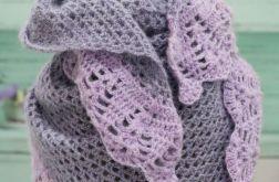 Delikatna chusta w odcieniach fioletu