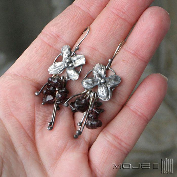 Bukiecik granatów - kolczyki ze srebra i granatów