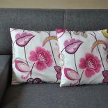 Poszewka dekoracyjna -  różowe kwiaty i pnącza