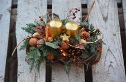 stroik ze złotymi świecami naturalny