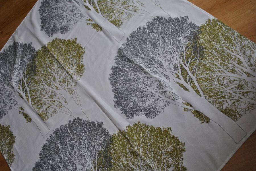 Orus 160 x 136 cm drzewa czarno-oliwkowe -