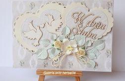 Kartka ślubna z serduszkami kremowa