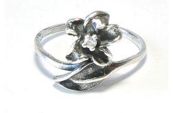 42 pierścionek vintage, kwiatek z cyrkonią