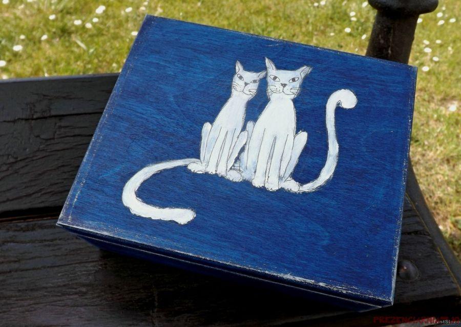 Pudełko malowane duże - Koty w granatowym - koty białe smukłe