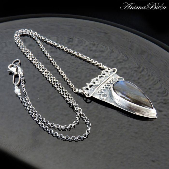 Naszyjnik srebrny z labradorytem granatowym