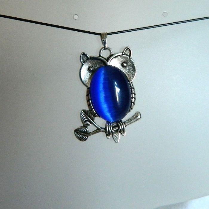 Sowa z niebieskim brzuszkiem, uroczy wisiorek