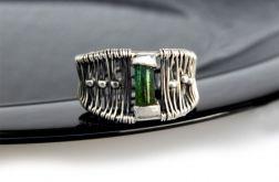 Pierścionek srebrny z zielony turmalinem