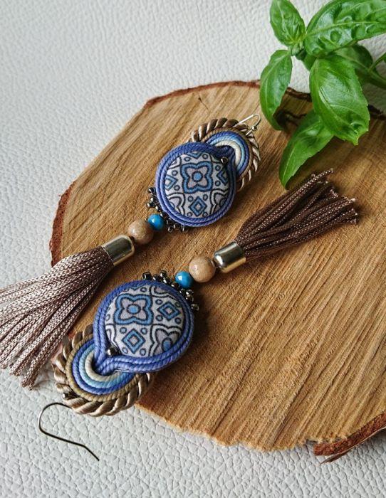 Beżowo-niebieskie kolczyki z guzikami